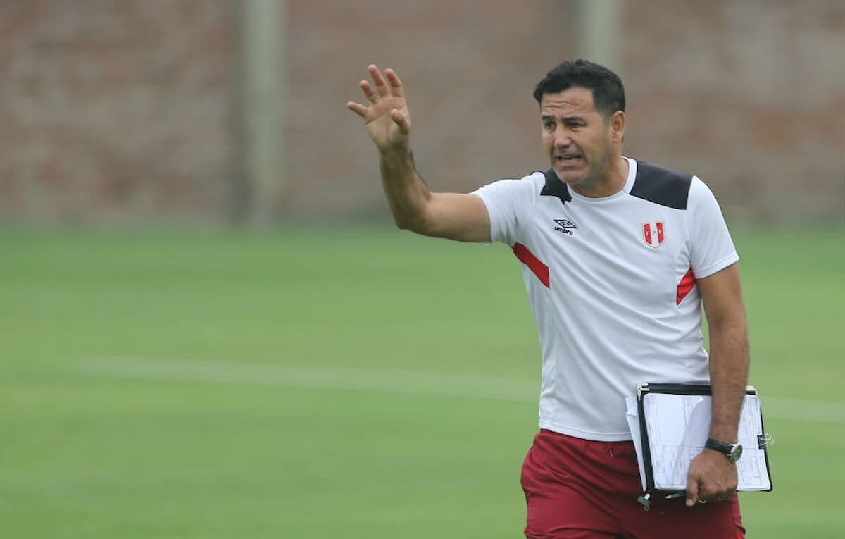 Daniel Ahmed trabajando para la Selección de Perú