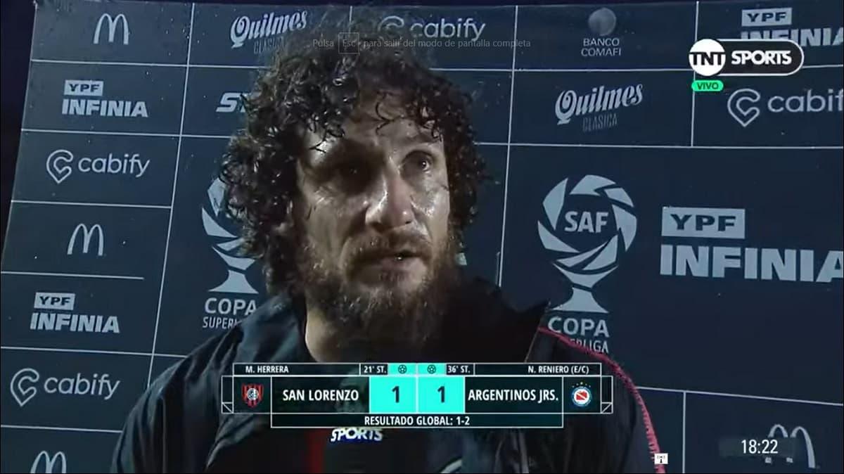 Fabricio Coloccini al finalizar el partido por la copa