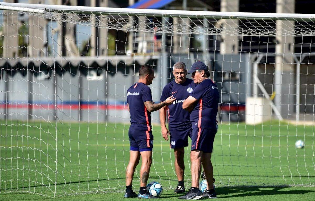Alberto Acosta, Hugo Tocalli y Leandro Romagoli entrenadores del Ciclón
