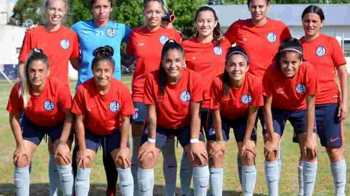Primer equipo femenino de CASLA