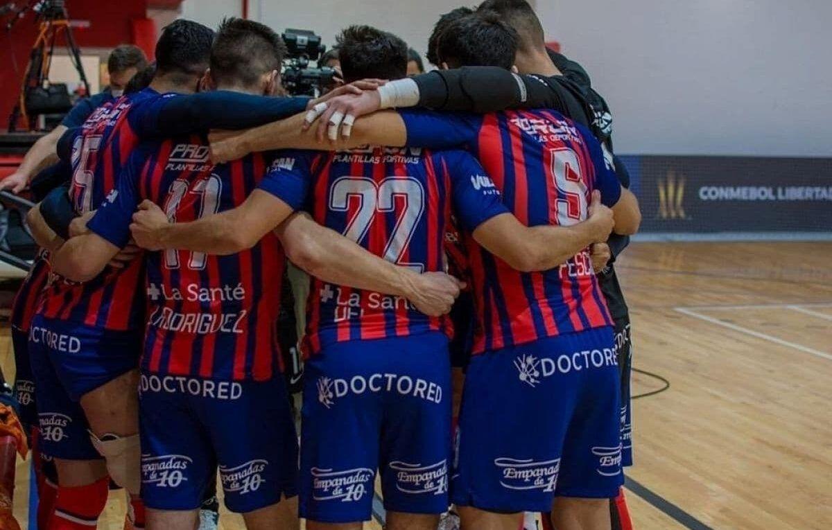 Futsal CASLA festejando la libertadores