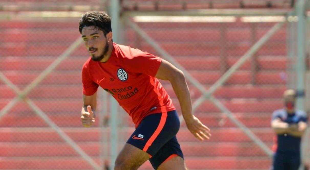 Matías Palacios practica de fútbol