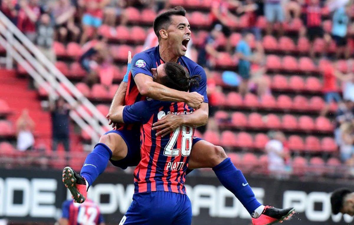 El Torito Rodríguez festejando el gol ante Lanús