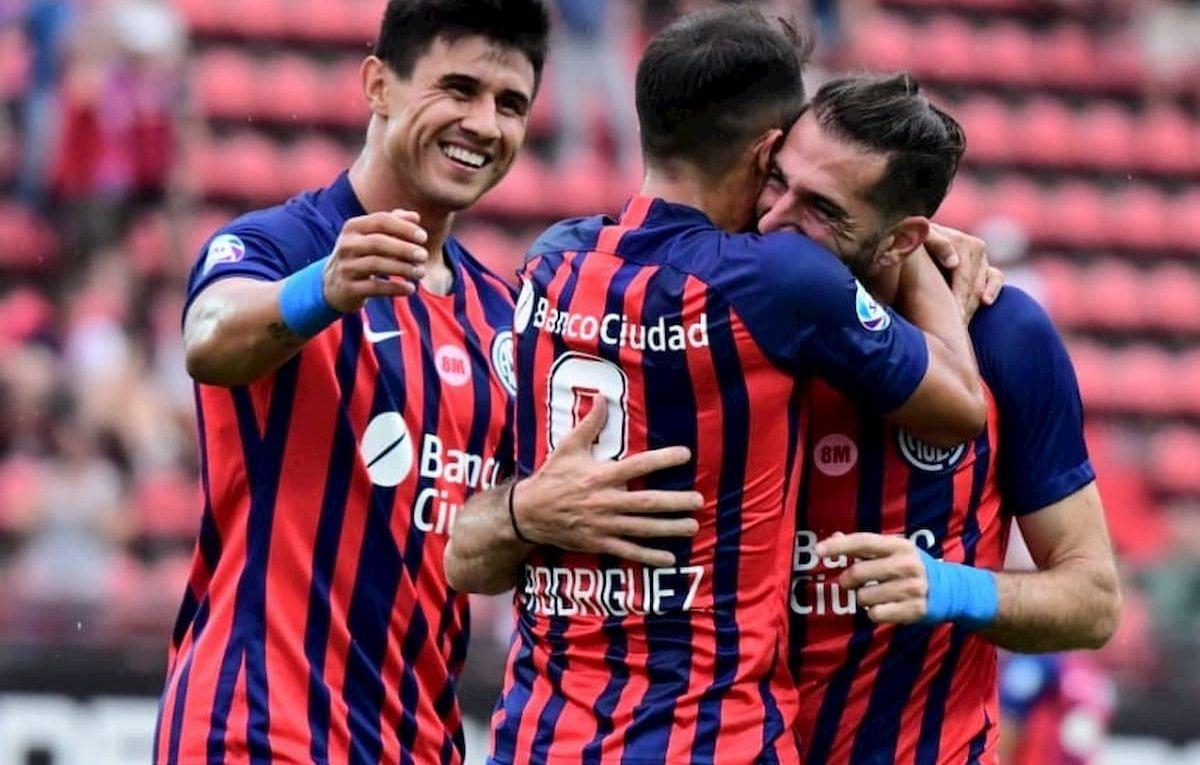 Futbolistas de San Lorenzo festejando la victoria