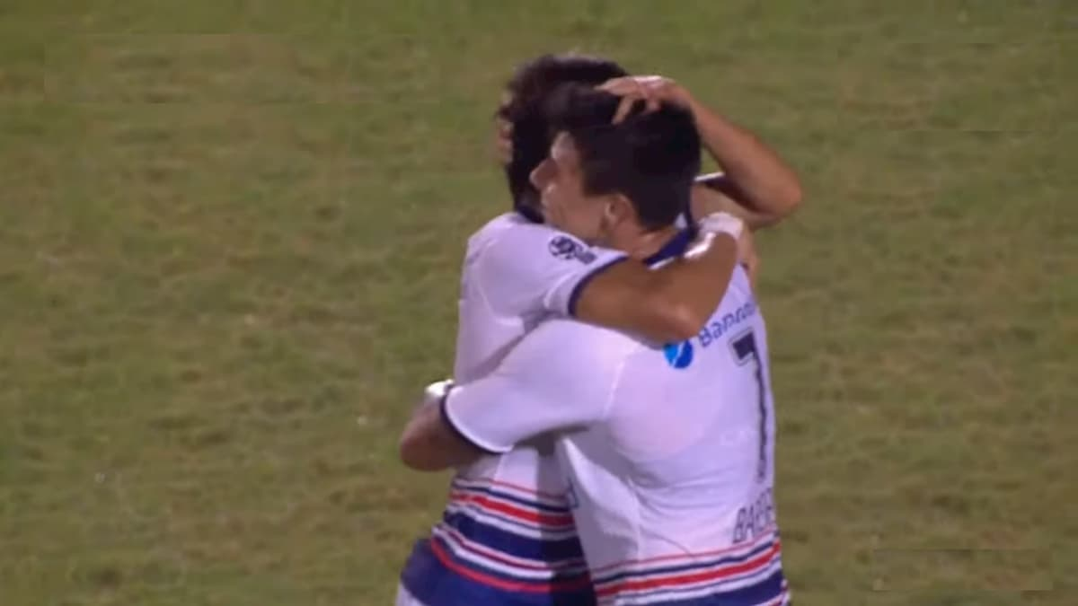 Festejo del gol de Adam Bareiro